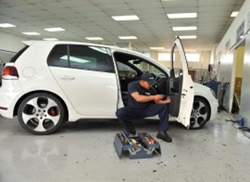 Auto glass repair centre